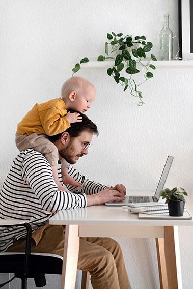 Blog - Das Ende der Bürotürme - Homeoffice mit Kind 379x568px